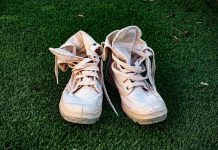scarpe da ginnastica sporche
