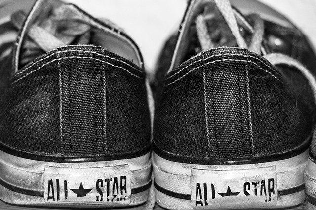 scarpe sporche da lavare in lavatrice